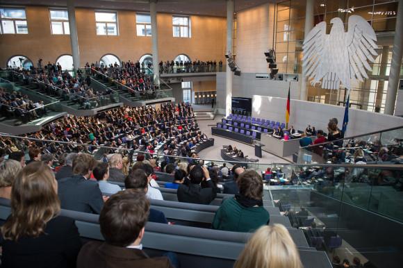 Nächste Woche berät der Bundestag über das Gesetz zur Digitalisierung der Energiewende. Ein Änderungsantrag sieht nun vor, dass neue Photovoltaikanlagen größer einem Kilowatt Leistung mit einem intelligenten Messsystem ausgerüstet werden müssen, wenn das der Messstellenbetreiber will. Foto: Bundesregierung:steins