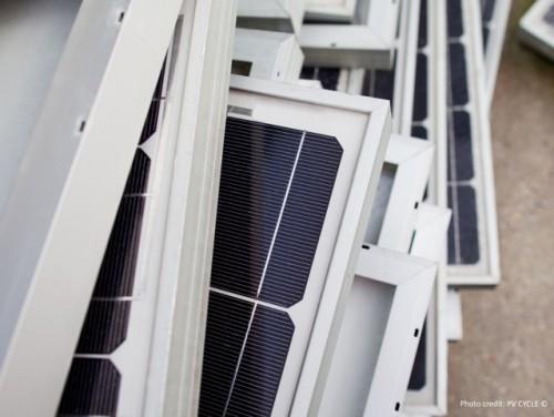 PV Cycle hat rund 8.000 Tonnen Photovoltaikmodule bislang gesammelt und recycelt - freiwillig. Ab Februar muss die Solarbranche per Gesetz alte Module zurücknehmen und die eingesetzten Rohstoffe zurückgewinnen. Foto: PV Cycle