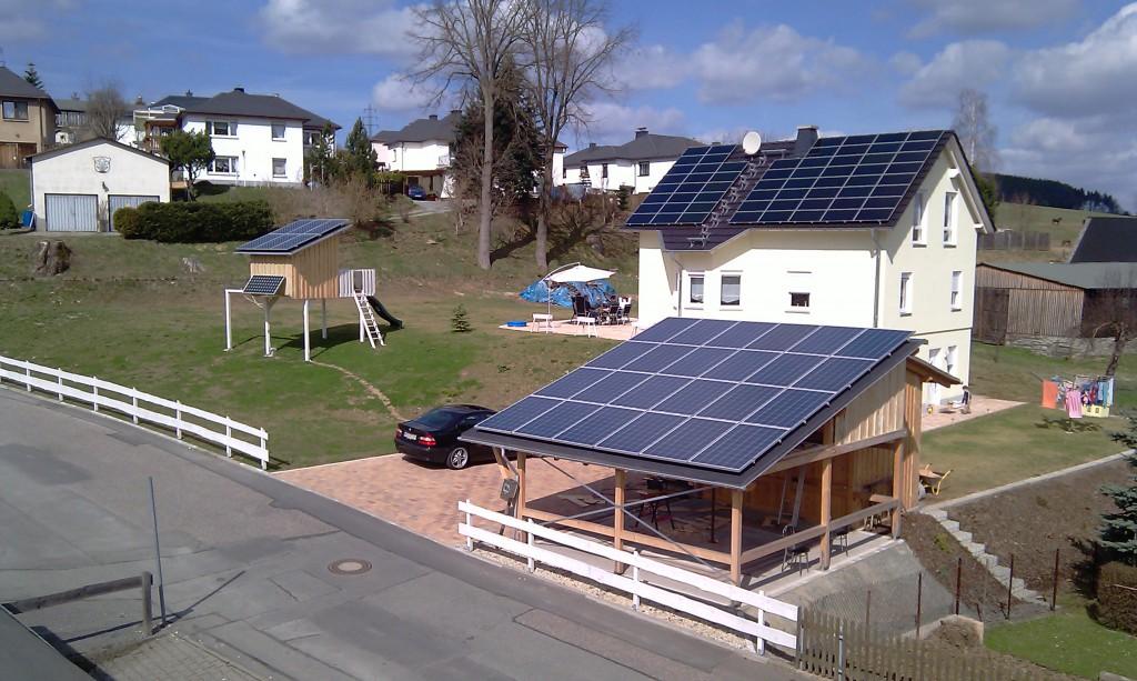 Solarstromanlagen auf dem gleichen Grundstück oder in unmittelbarer räumlicher Nähe zueinander, sind zu einem System zusammenzufassen, wenn sie im Abstand von bis zu zwölf Monaten nacheinander errichtet wurden. Foto: J. Haar
