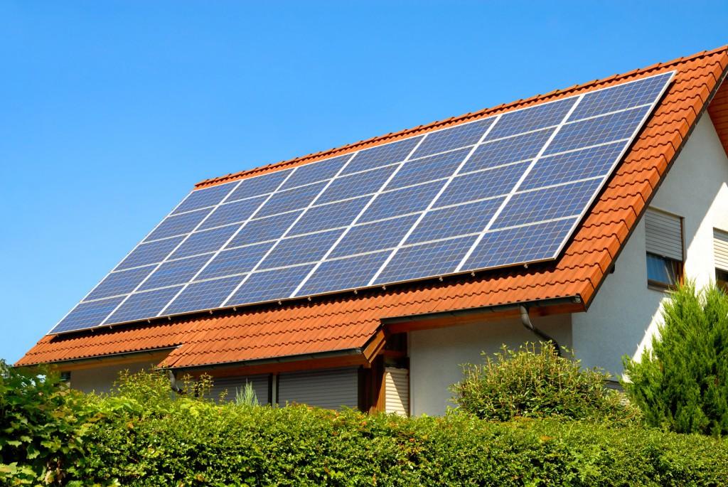 Die Nennleistung der Module bestimmt, ob eine Solaranlage fernsteuerbar sein muss oder nicht. Foto: Smileus/Fotolia