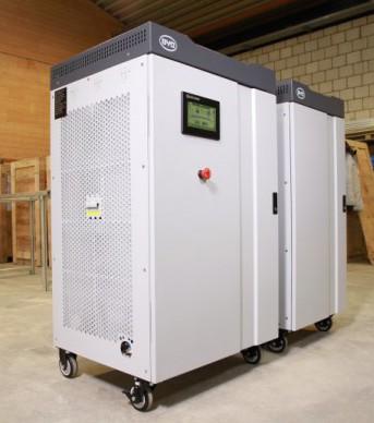 Pro Hybrid heißt der Batteriespeicher, den die Firma Fenecon vertreibt. Er wird netzparallel angeschlossen, die Photovoltaikanlage hängt nicht am Stromnetz. Foto: Fenecon GmbH & Co. KG