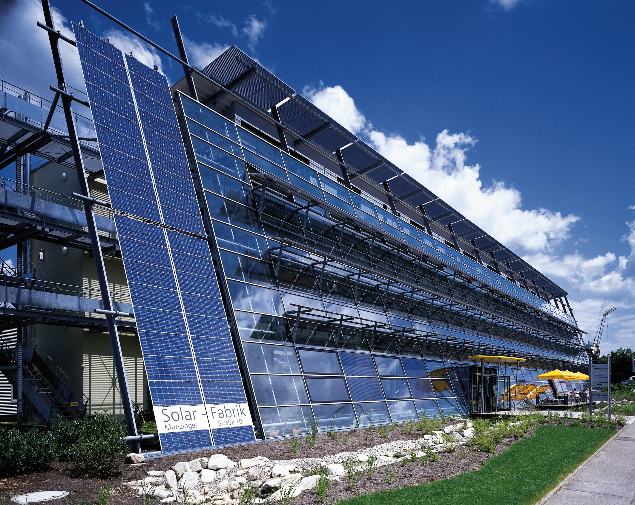 Die Solar-Fabrik in Freiburg warnt vor einem Defekt an ihren Solarmodulen und ruft Kunden auf, ihre Module umgehend zu prüfen. Foto: Solar-Fabrik AG