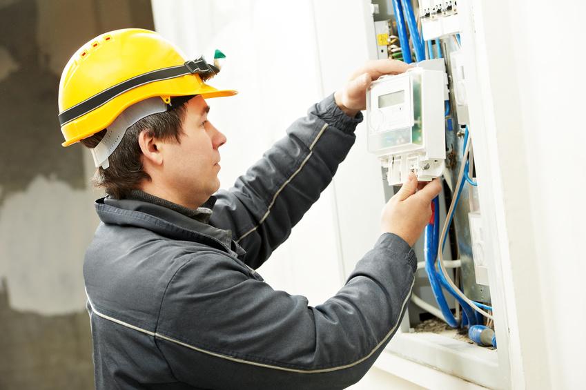 Ab 2017 sollen intelligente Messsysteme reihenweise installiert werden. Auf Elektriker kommt wahrscheinlich eine Auftragswelle zu. Foto: Kadmy/Fotolia