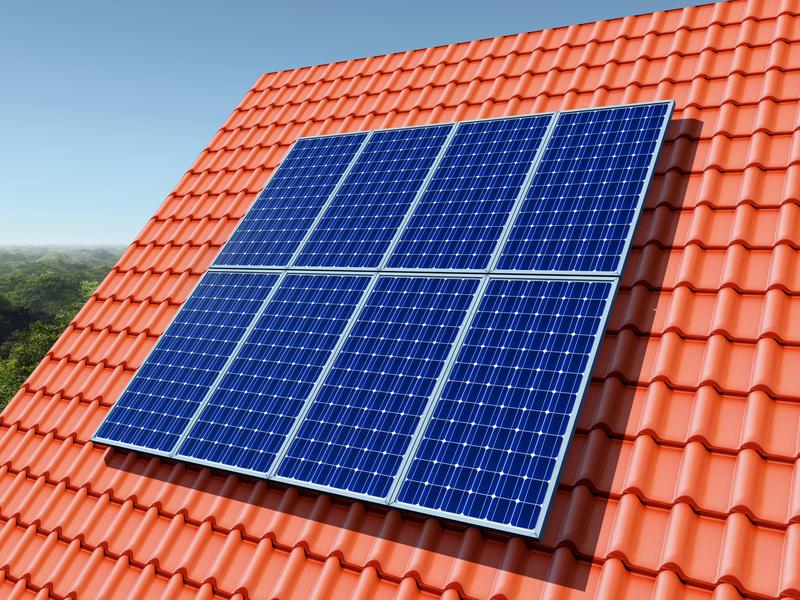Werden Module in einer Anlage getauscht, kann eine ältere Photovoltaikanlage zur Eigenversorgung umlagepflichtig werden. Foto: Michael Rosskothen/Fotolia