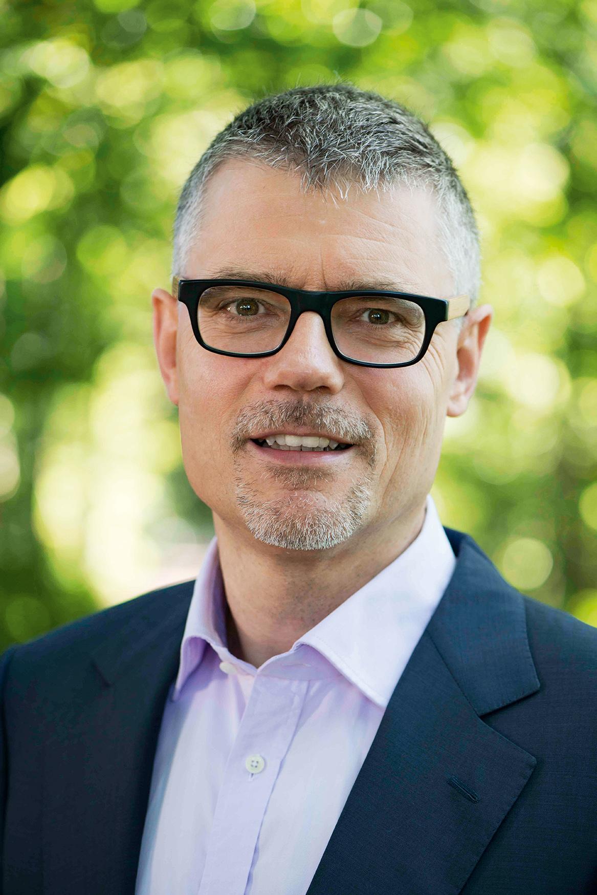 Markus Brehler ist Geschäftsfüher von Caterva. Die Firma hat eine eigene Schwarmtechnologie entwickelt und bietet auch Batteriespeicher an. Foto: Caterva GmbH